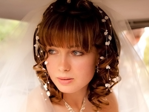 красивые укладки на средние волосы с челкой фото