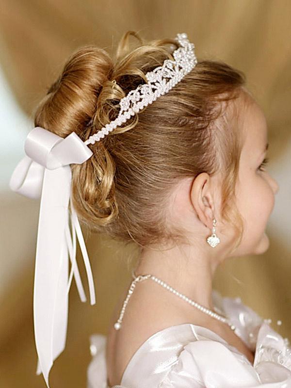 Прическа детская с короной