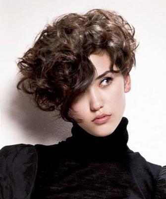 Стрижки с асимметрией на кудрявые волосы