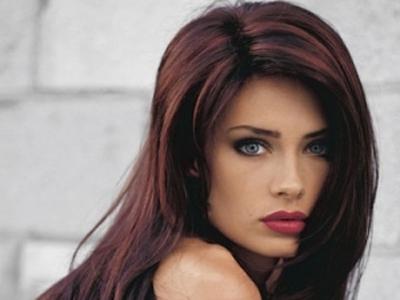 волосы черные с красными прядями фото