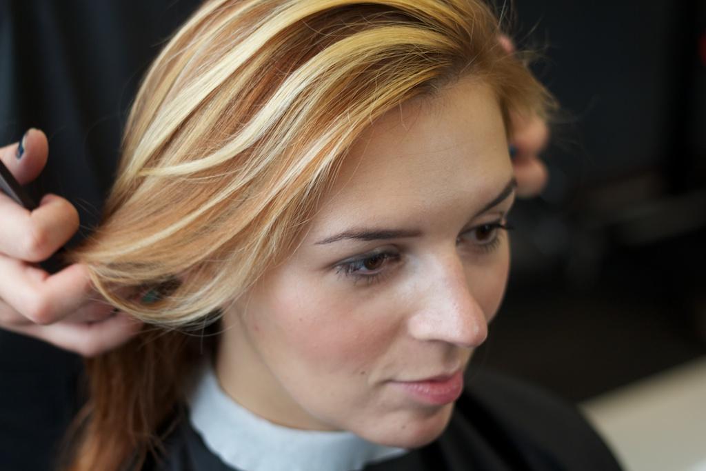фото блондинок с пышными формами в пеньюаре