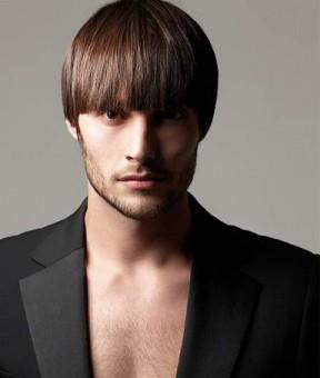 Прически для парней с не прямыми волосами