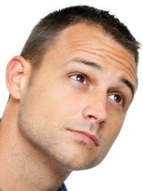 Популярная мужская прическа «полубокс»