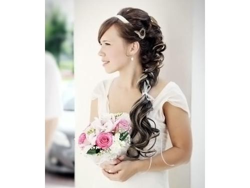 Прически на свадьба с лентами