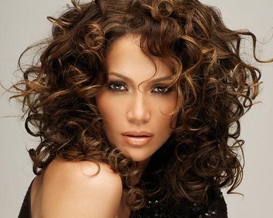 Специфика создания причесок для кудрявых волос