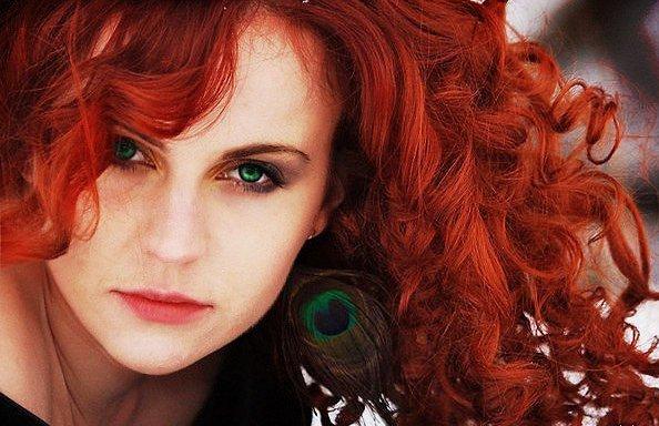 Сочетание зеленых глаз и рыжих волос