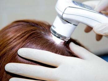 К какому врачу обращаться при выпадении волос?