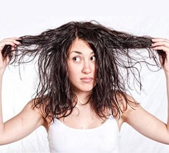 Удаление загрязнений с шампунем глубокой очистки волос