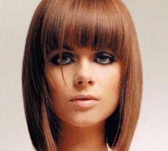 Непроходящая мода на прически на средние волосы с челкой