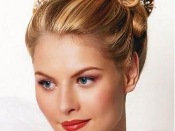 Эффектные свадебные прически для средних волос