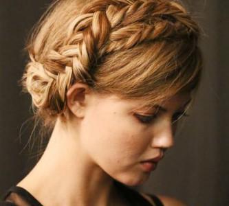 Как сделать быструю прическу на длинные волосы своими руками?