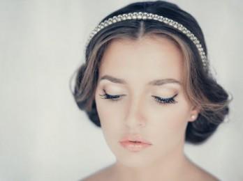 Как сделать красивую и быструю прическу на коротких волосах?