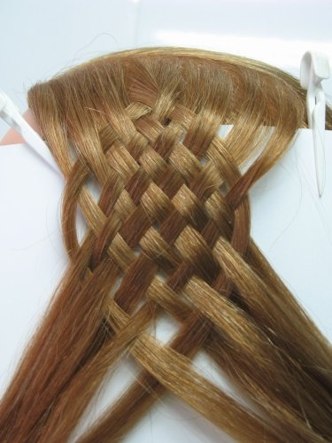 Начало плетения двенадцатирядной косы