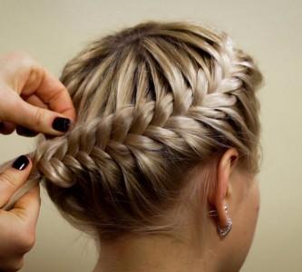 Делаем несложную прическу на средние волосы своими руками