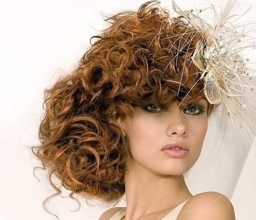 Прическа из завитых волос