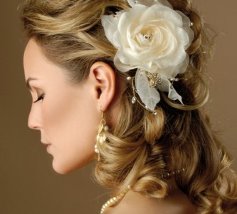 Какую прическу можно сделать на средние волосы быстро и красиво?