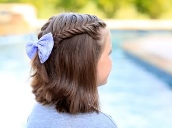 Легкие и красивые прически для коротких волос в школу