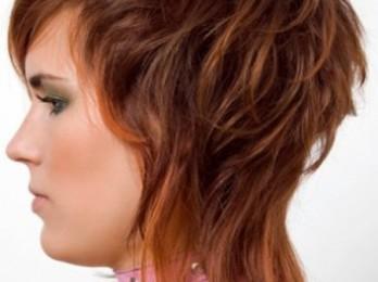 Модели стильных стрижек на средние волосы