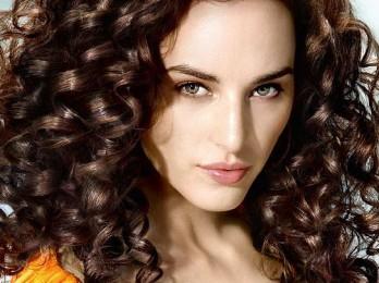 Процедура завивки волос на длительное время