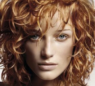 Пышная прическа после завивки средних волос