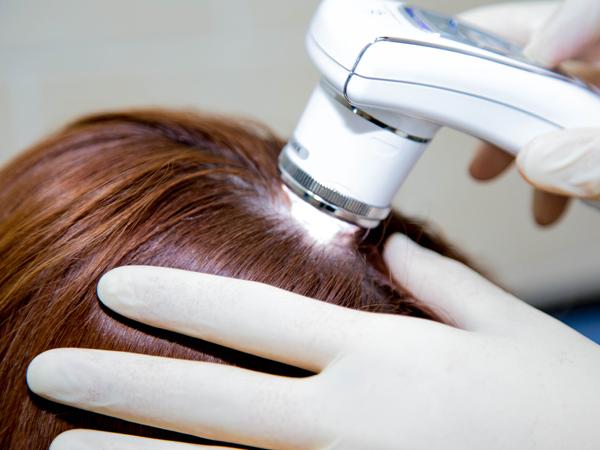 К кому обращаться при выпадении волос