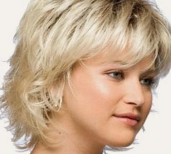 Как выглядит прическа каскад на коротких волосах?