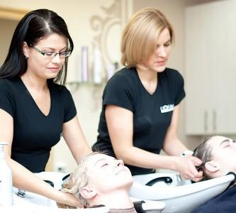 Что представляют собой процедуры лечения волос в салоне?