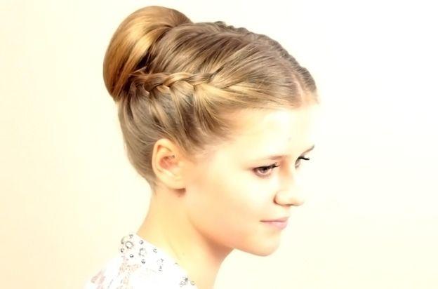 Легкая прическа для длинных волос
