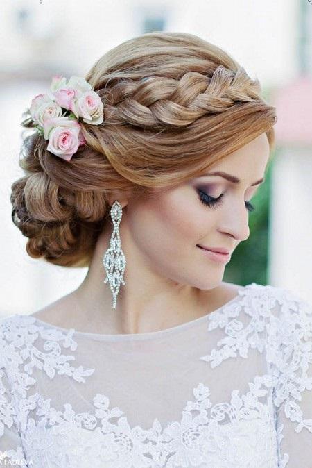 Свадебный пучок с цветами