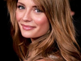 Привлекательный и нежный светло-коричневый цвет волос