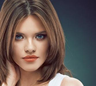 Стильная стрижка лесенка для средних волос