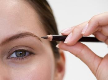 Как накрасить брови карандашом эффектно и модно